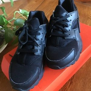 Nike Huarache Black Size 6Y